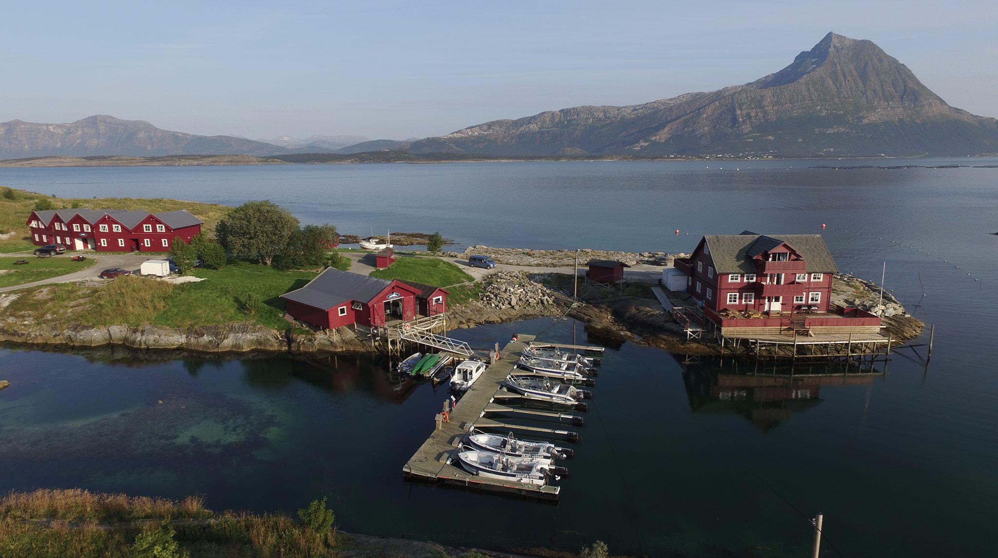 Arnøy Brygge - Nord-Arnøy - Arnøy Brygge leverer en totalopplevelse for alle anledninger, med overnatting, restaurant og utleie av båt i tillegg til andre spennende aktiviteter for å oppleve Gildeskåls natur.
