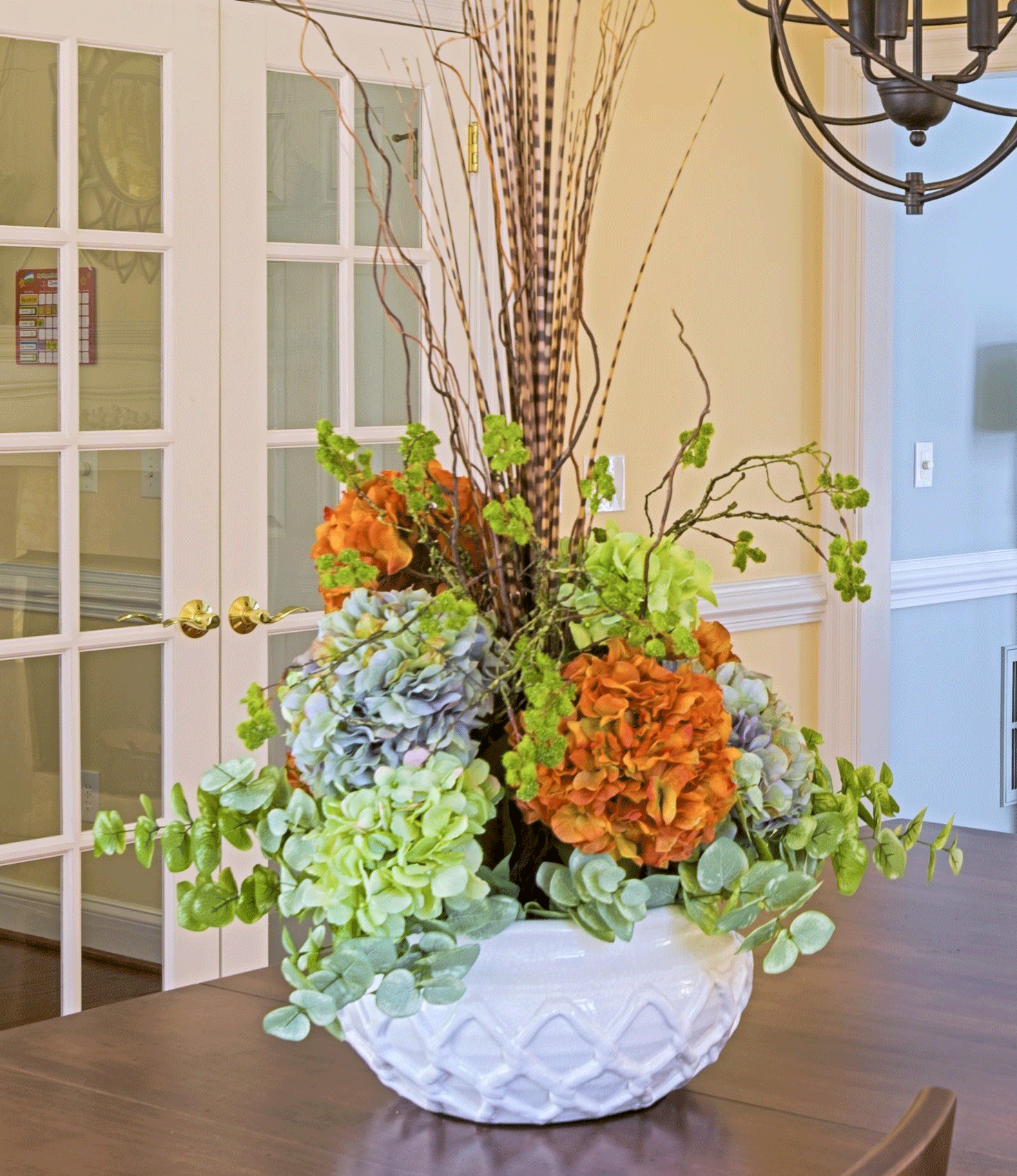 Dining room design with floral table arrangement