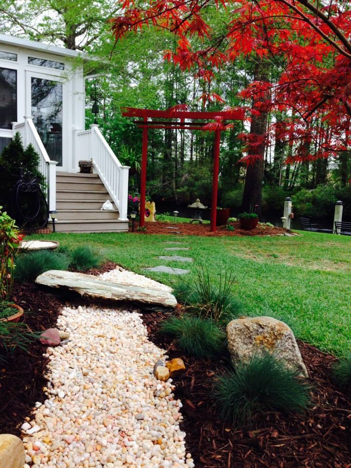Landscape design with Asian decor walkway
