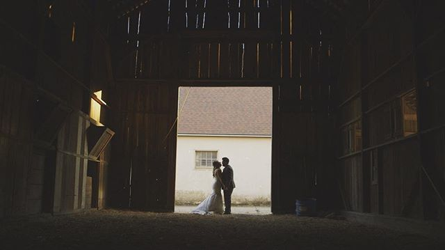 Barn feels 🎥🎥🎥 ••• @withgraceandloveevents @chrishowardimagery @themapleswoodland #cinematography #canon #wedding #woodland #composition
