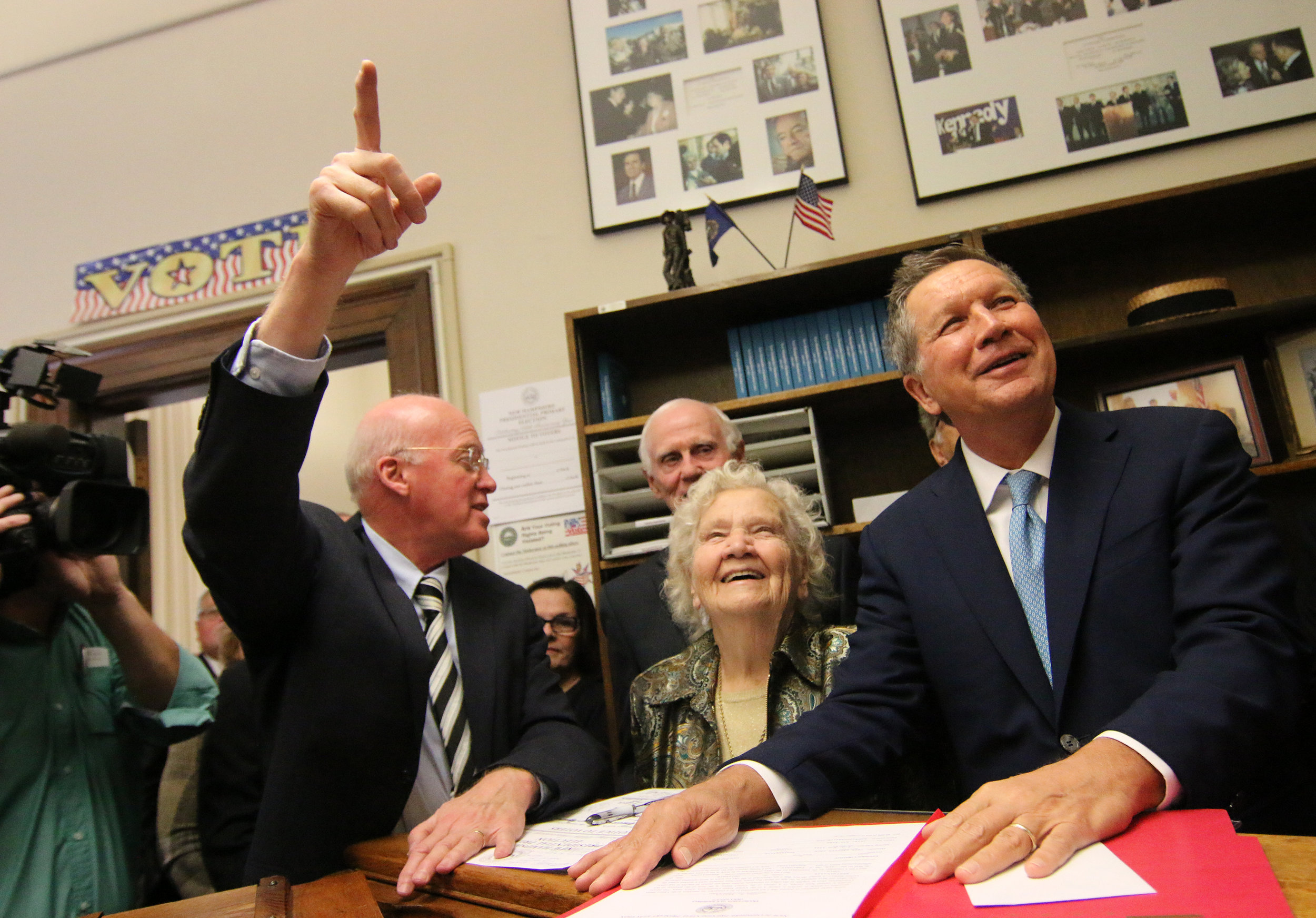While filing for the 2016 primary, Ohio Gov. John Kasich reminisces with Gardner about his 1999 New Hampshire Primary bid. Photo by Allegra Boverman.