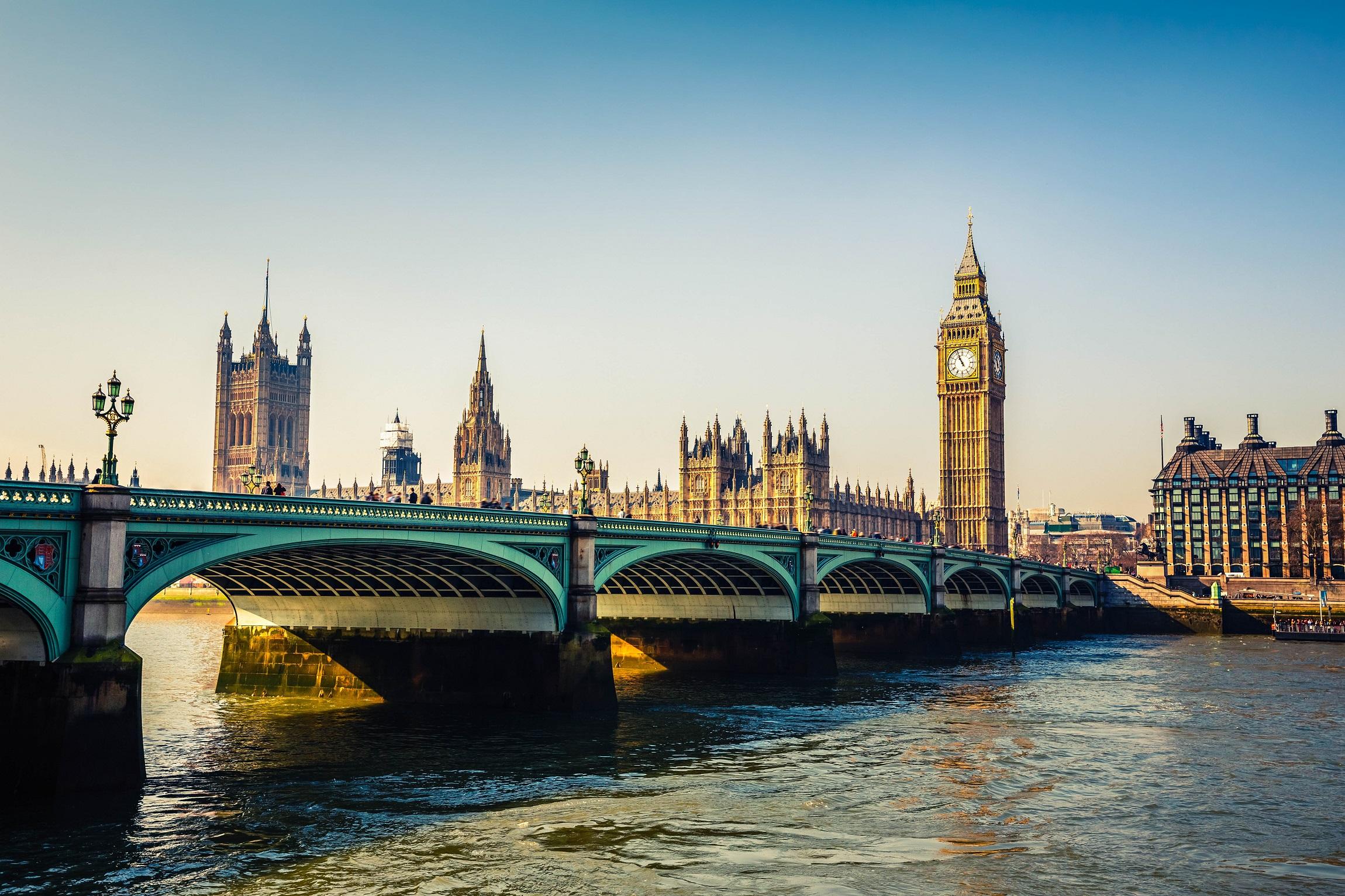 Big-Ben-und-Häuser-des-Parlaments-London-iStock-538409027-2.jpg