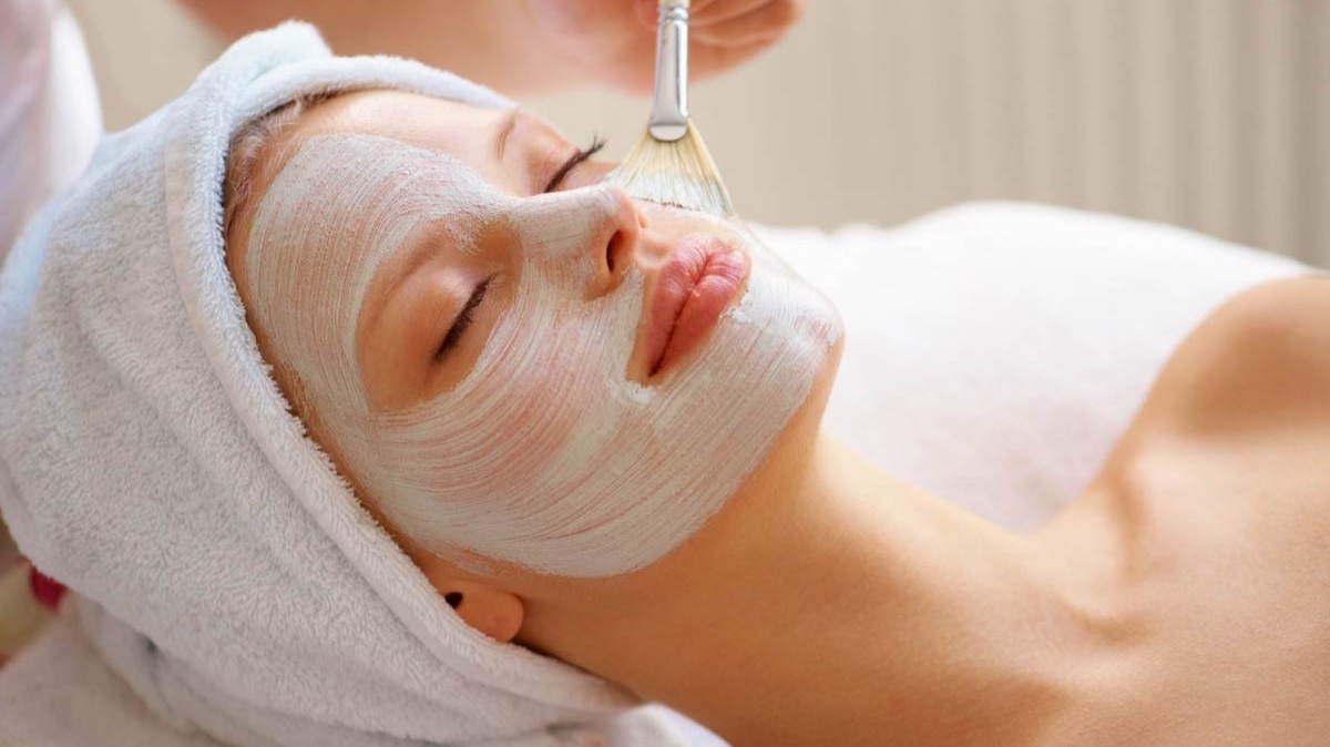 ENZYME FACE PEEL - ($30 value)Vegetable peel that allows deepest exfoliation, leaving the skin purified and soft with no irritation. Face peels also increase product absorption.
