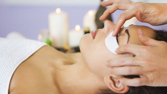 UNDER EYE COLLAGEN TREATMENT - ($35 value)The skin is properly prepped first to pinpoint problem areas under the eye. This treatment dramatically reduces the appearance of dark circles and puffy eyes.