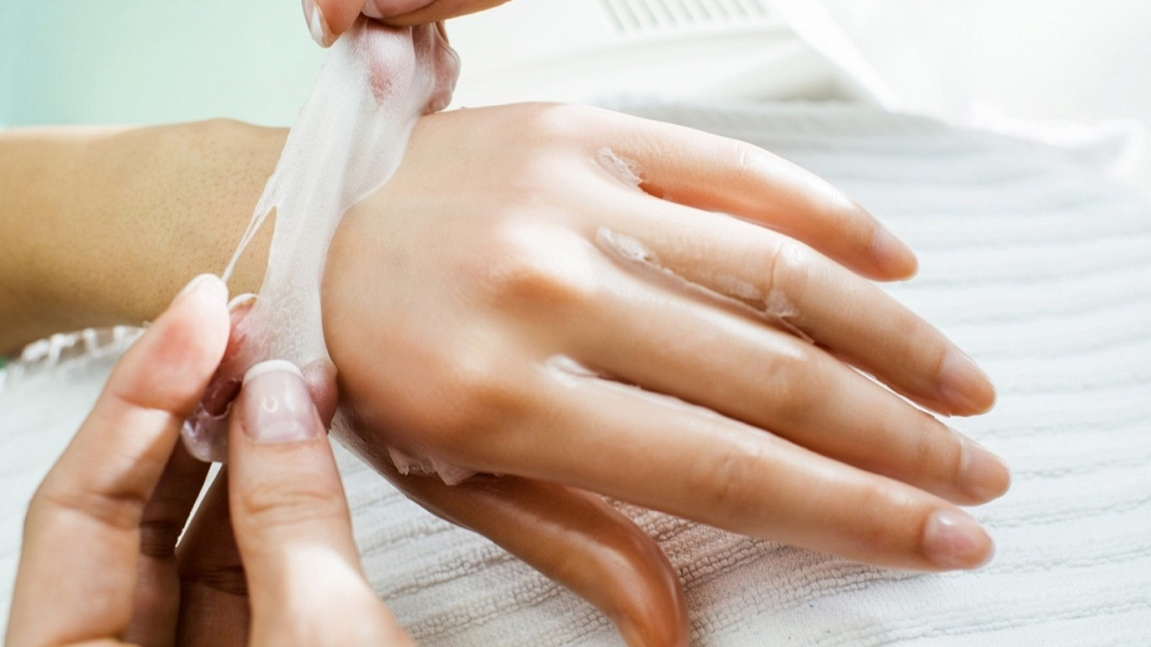 HAND EXFOLIATION & PARAFFIN WRAP - ($25 value)We exfoliate your hands, massage them with a plant extract, and wrap them in a warm paraffin mixture rich in Vitamin E to loosen the joints, stimulate circulation and soften the skin.