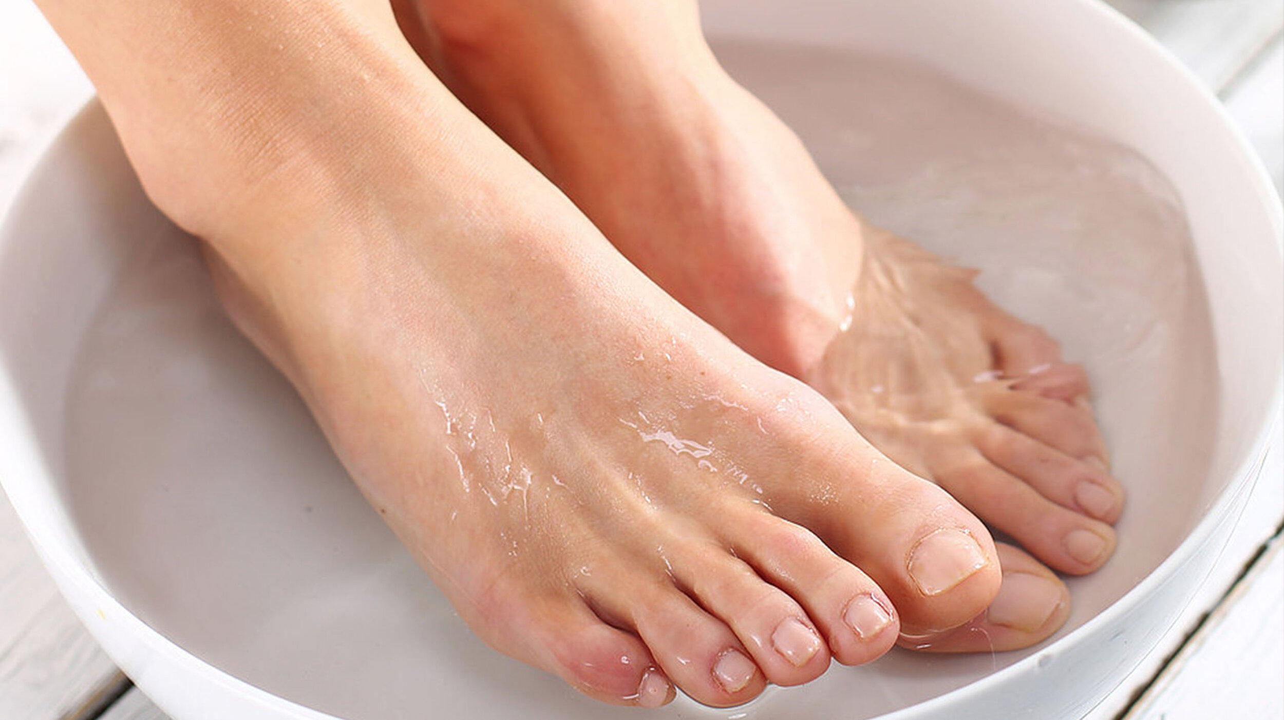 FOOT SOAK w/ ESSENTIAL OILS - ($25 value)Stimulate the body's natural healing processes by bathing your feet in a warm, relaxing foot soak infused with a special selection of curated essential oils.