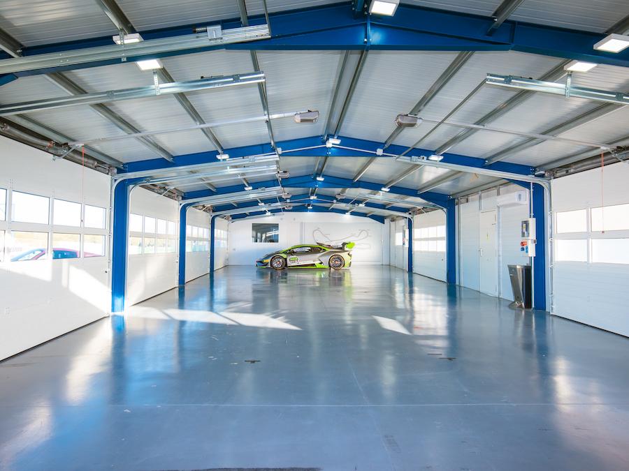 Pits garage.jpg
