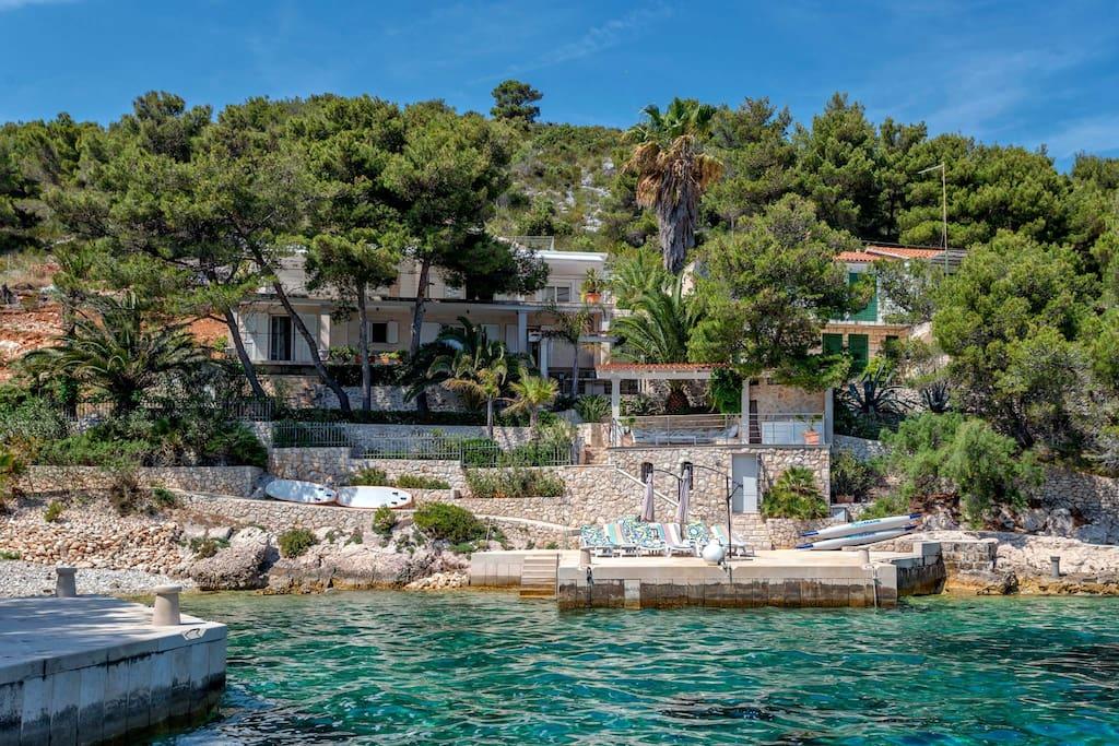 Villa-Oceanus-Outdoor-Pier-With-Sunbeds-Sea-View-002.jpg