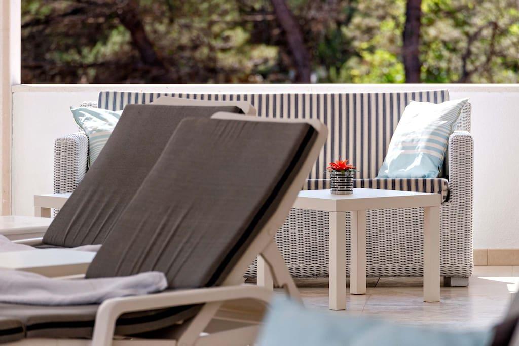 Villa-Oceanus-Indoor-Top-Floor-Terrace-Lounge-Area-005.jpg