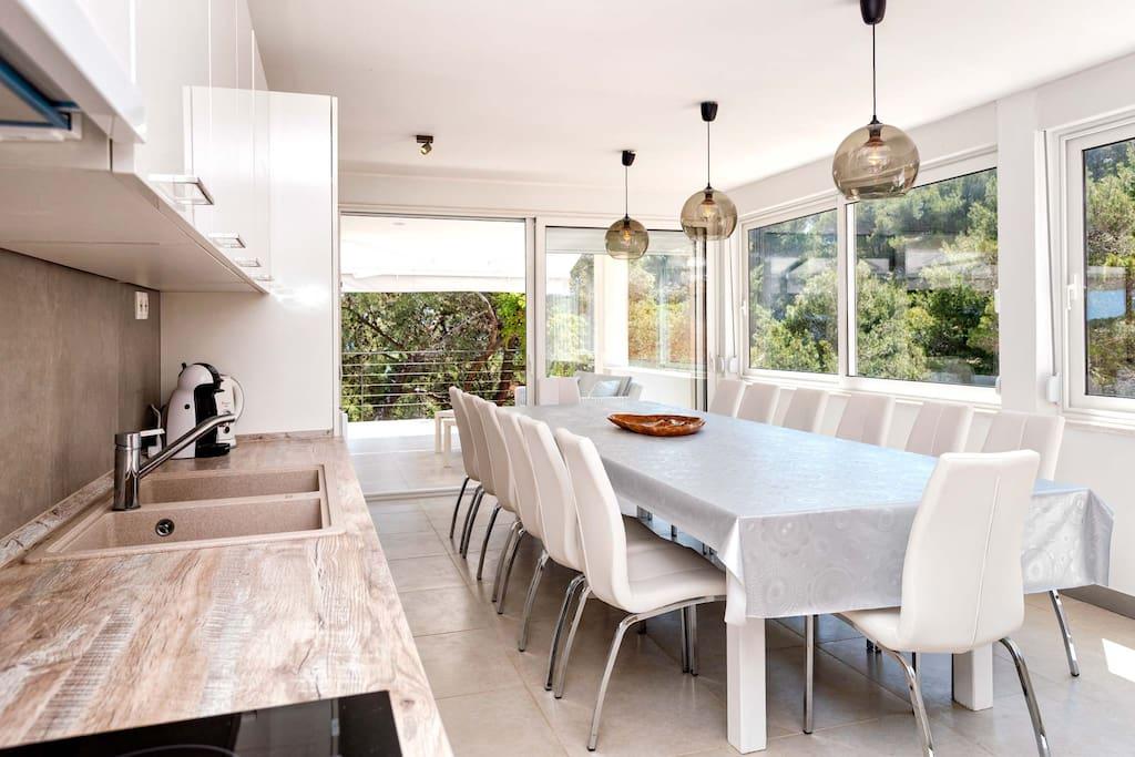Villa-Oceanus-Indoor-Top-Floor-Dining-Room-002.jpg