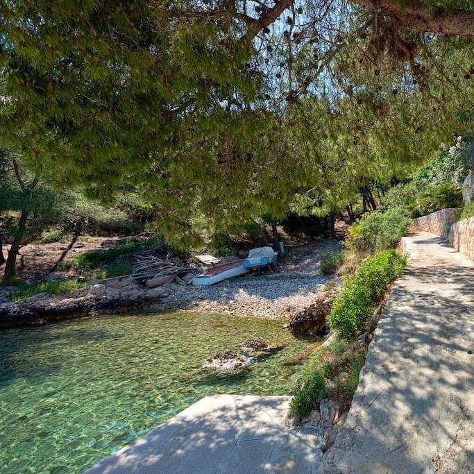 Villa-Oceanus-Outdoor-Pebble-Beach-002.jpg