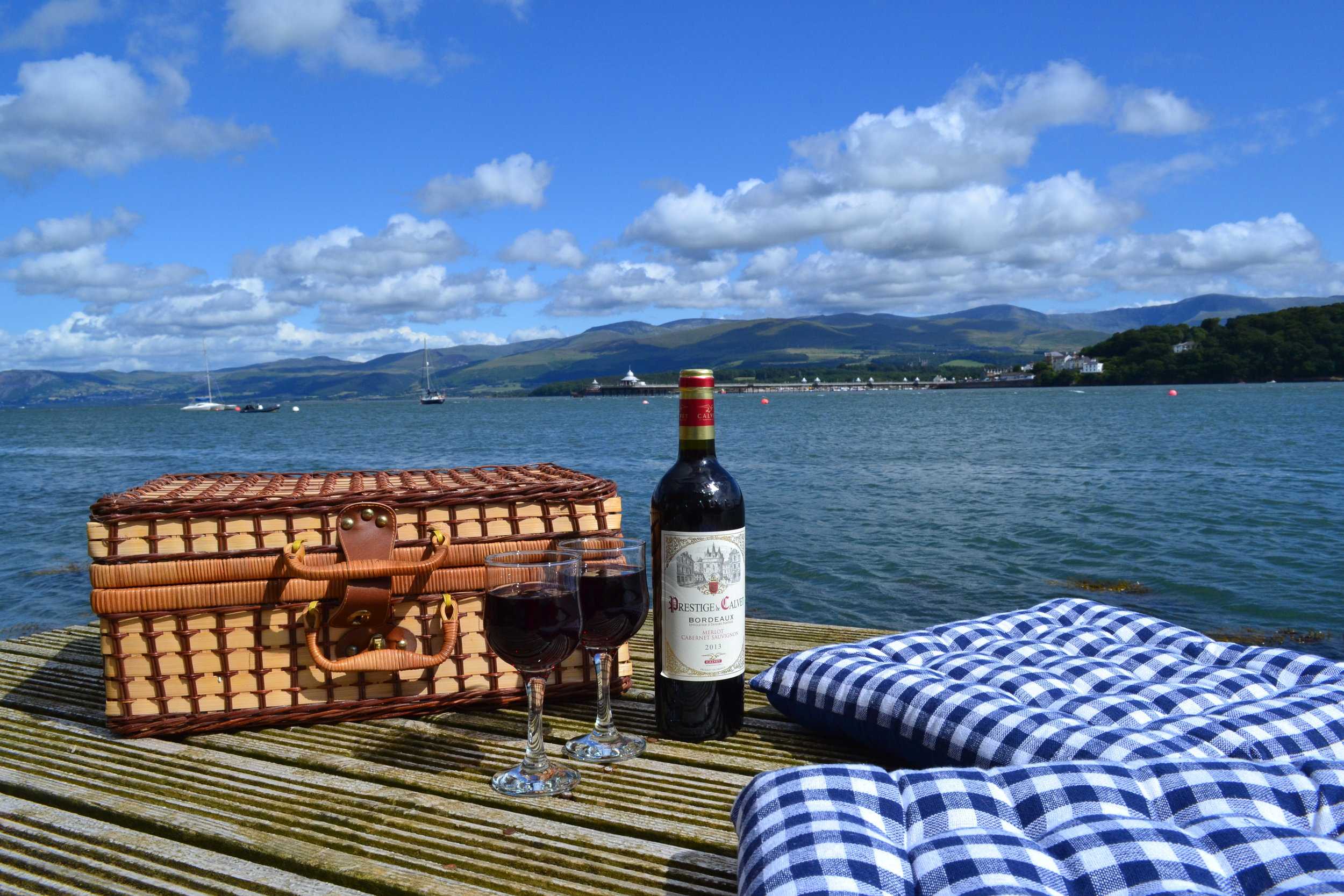 The Ridge - Picnic on the Jetty.JPG