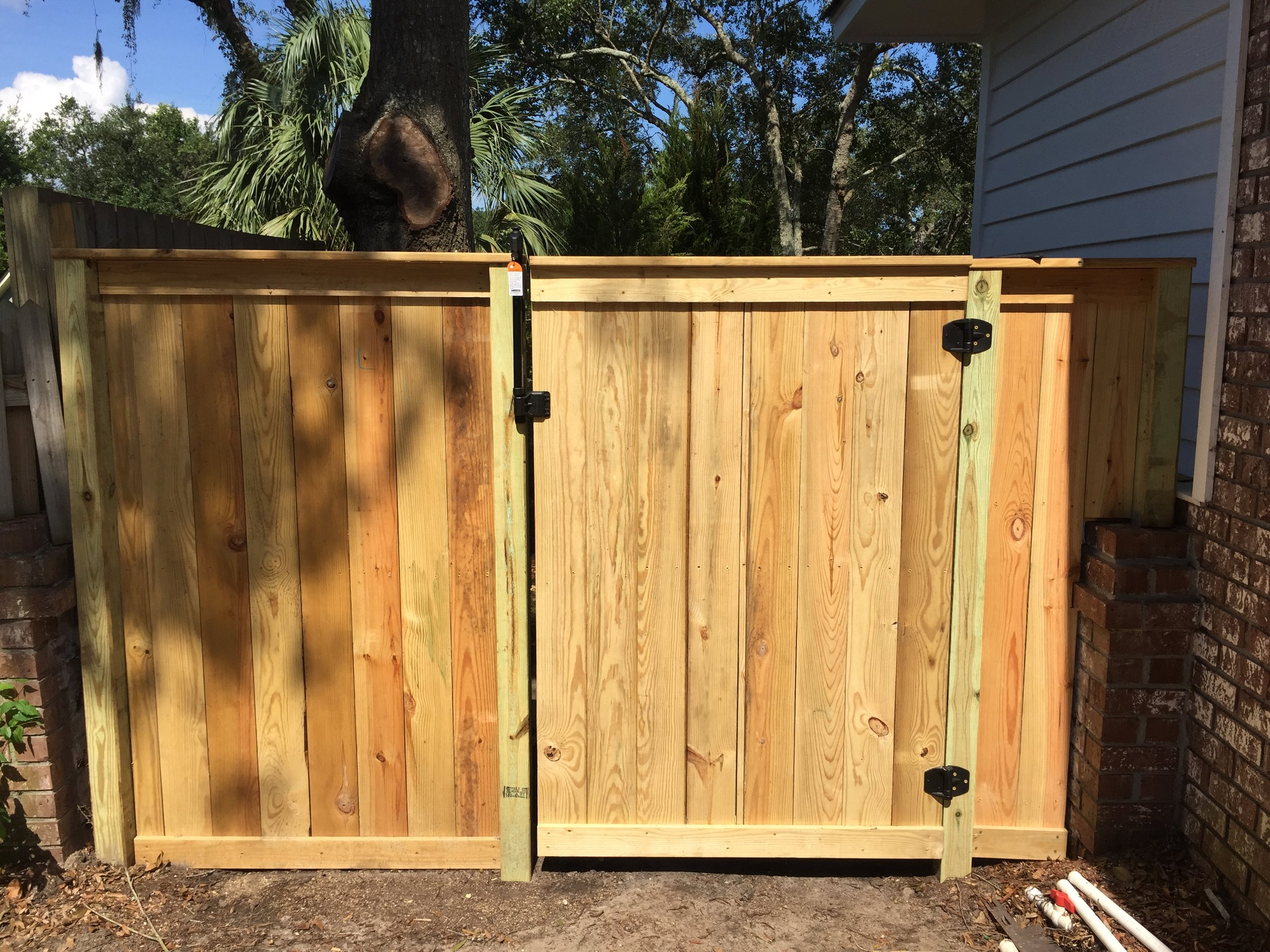 6' Privacy Fence with Gate