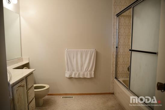 bathroom1_011_548_366_imageswatermark.png_140_60_50_r_b_-10_-10.JPG
