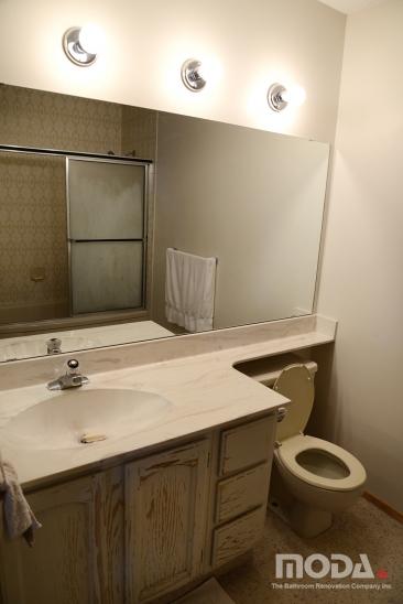 bathroom1_131_366_548_imageswatermark.png_140_60_50_r_b_-10_-10.JPG