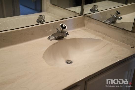 bathroom2_21_548_366_imageswatermark.png_140_60_50_r_b_-10_-10.JPG