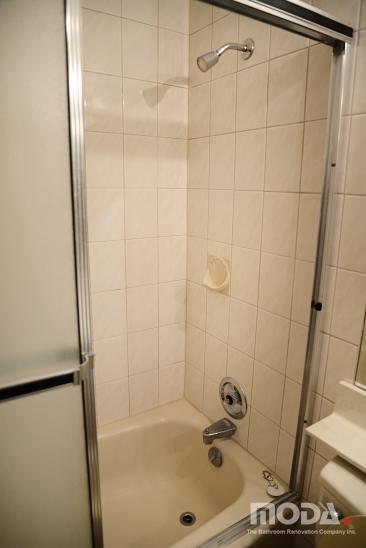 bathroom2_25_366_548_imageswatermark.png_140_60_50_r_b_-10_-10.JPG