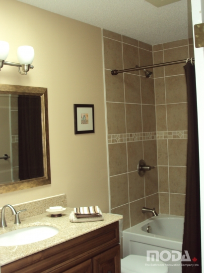 bathroom_411_548_imageswatermark.png_140_60_50_r_b_-10_-10.JPG