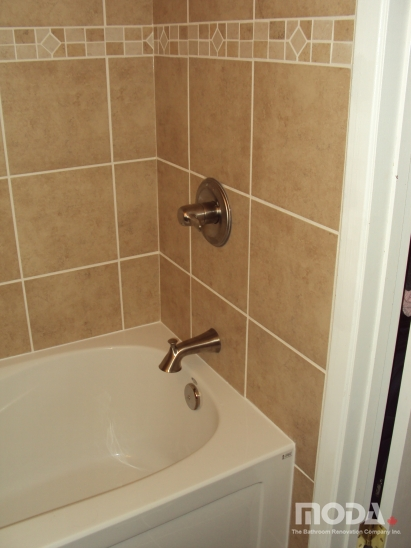 bathroom10_411_548_imageswatermark.png_140_60_50_r_b_-10_-10.JPG