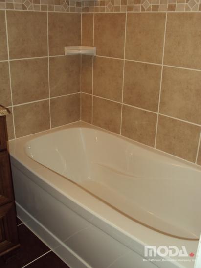 bathroom14_411_548_imageswatermark.png_140_60_50_r_b_-10_-10.JPG