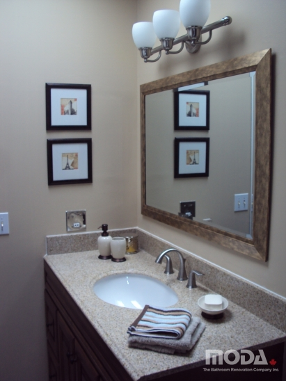 bathroom31_411_548_imageswatermark.png_140_60_50_r_b_-10_-10.JPG