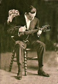Loar's first 10-string Gibson-made mando-viola had a pear-shaped body and featured an oval soundhole. The instrument was similar to the size and construction of the H2 mandolas of the period.