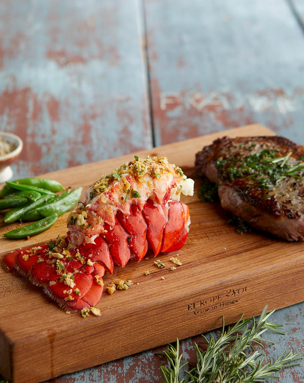 Cold Cracked Lobster, pressure-extracted raw lobster meat, shipped nationwide, by Ready Seafood, Portland, Maine