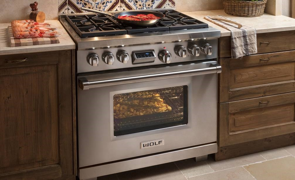 Wolf - Wolf gas and dual fuel ranges and range-tops, electric dual convection ovens, gas and electric cooktops, and innovative integrated modules bring a new level of precision and creative control to your cooking.