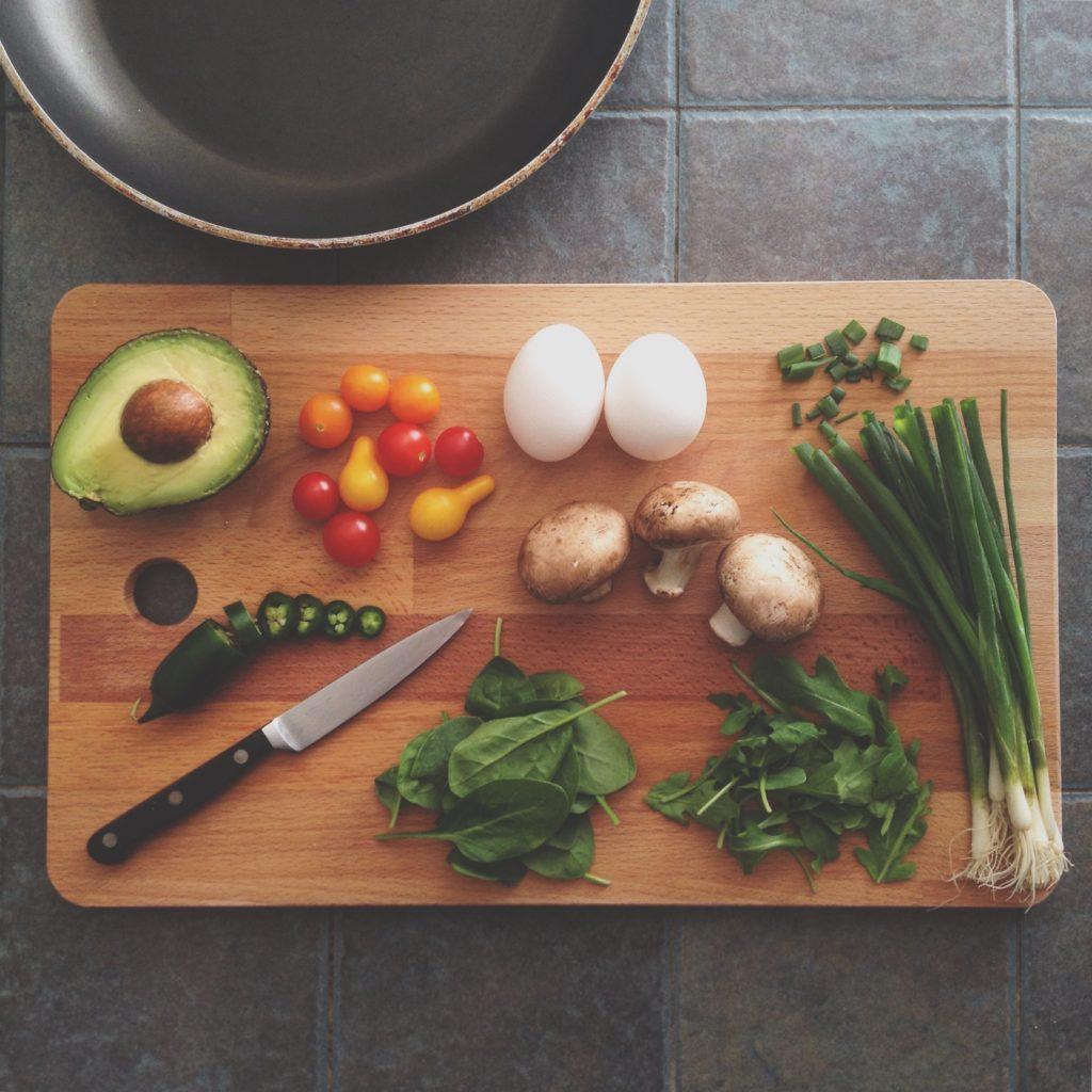 eggs avocado spring onions knife cutting board cutting plan