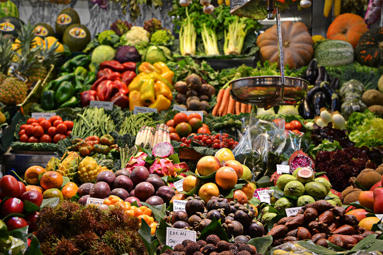 vegetables at the market fresh and vibrant for pescatarian diet