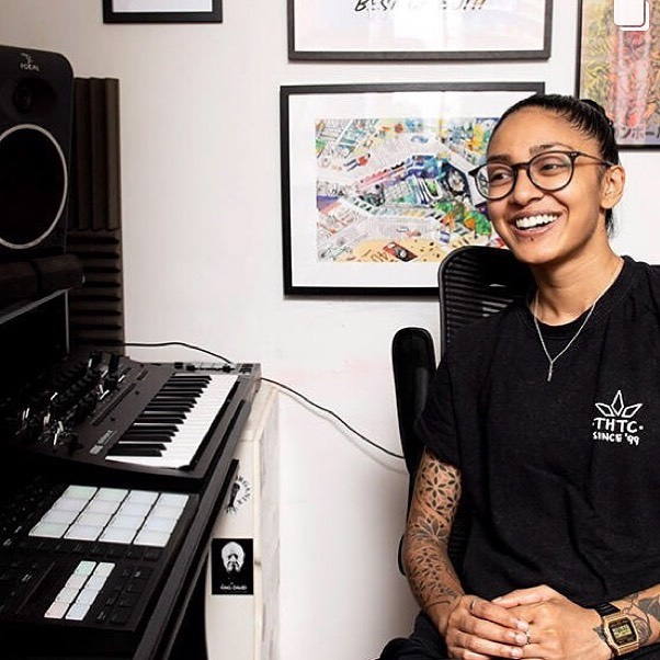 My interview for the @nativeinstruments blog is up... link in bio if you wanna read about my adventures in producing and finger drumming so far✌🏾💜 Thank you to everyone that's been showing love and support, I really appreciate it 🥰 • • • #NativeInstruments #Maschine #FingerDrummingLife #MaschineMK3 #FingerDrumming #FingerDrummer #ProducerLife #MinilogueXD #FemaleProducer #LiveLooping #LiveBeats #Beatmaking #BeatMaker #Mpc #BestBeatMakersWorld #BeatStarsCookUp #PickUpBeats #LitProducers #MusicProducer #NoQuantize #GoldieAwards #Splice #BeatMakers #FemaleBeatMaker #ProducerJams #SampleMusicFestival #HitsBananas