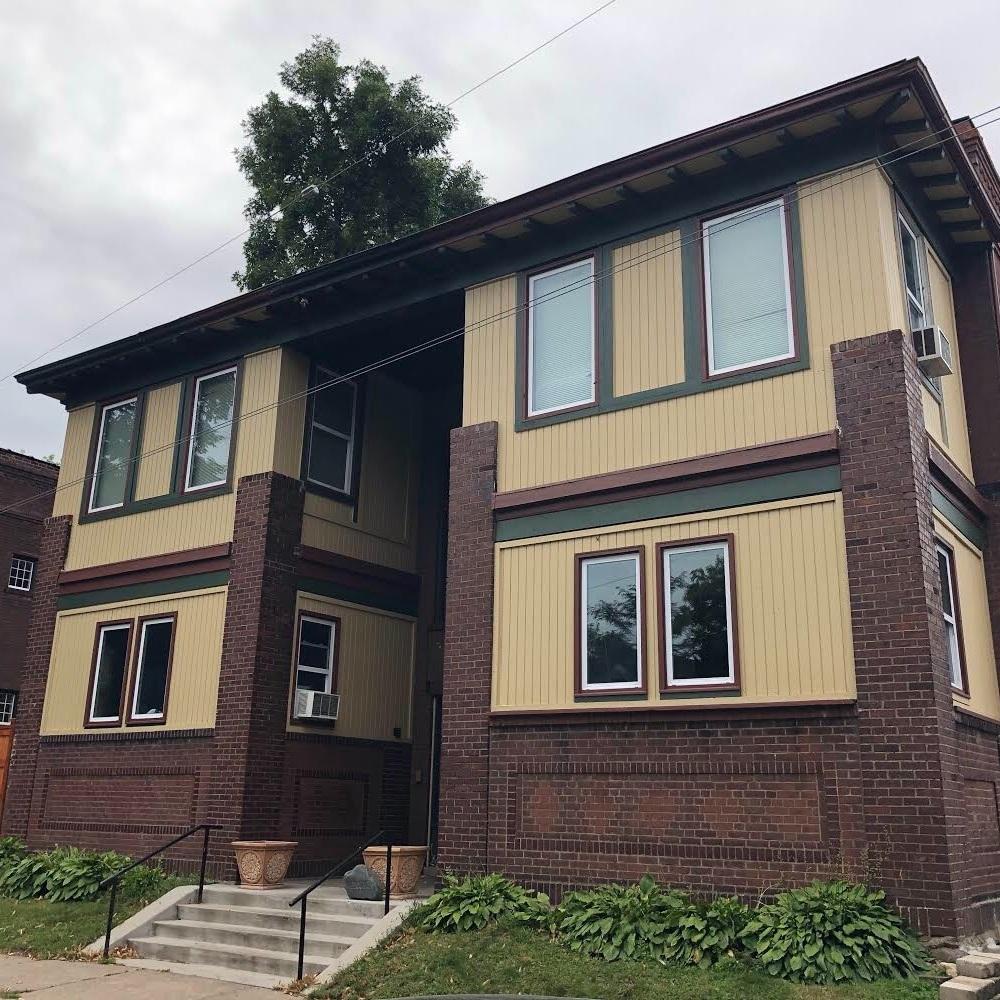 Buffalo House - Web: www.buffalosoberhouse.comContact: EthanPhone: (612) 562-0864Email: buffalosoberhouse@gmail.com