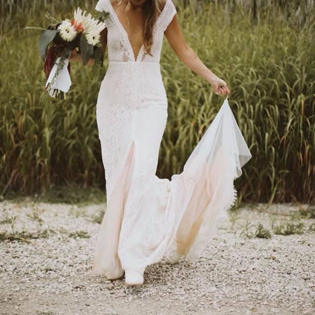 Talking about the top 5 wedding dress trends for 2020 on the blog! Link in bio! • • • • #weddingblogger #allthingswedding #weddingtrends2020 #byinvitationonlyinkblog #sayido #bridetobe #shesaidyes #engaged #midwestbride #mrandmrs #putaringonit #weddingdressshopping