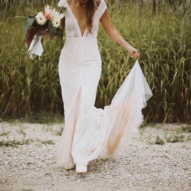 Talking about the top 5 wedding dress trends for 2020 on the blog! Link in bio! • • • • #weddingblogger #allthingswedding #weddingtrends2020 #byinvitationonlyinkblog #sayido #bridetobe #shesaidyes #engaged #midwestbride #mrandmrs #putaringonit #weddingdressshopping