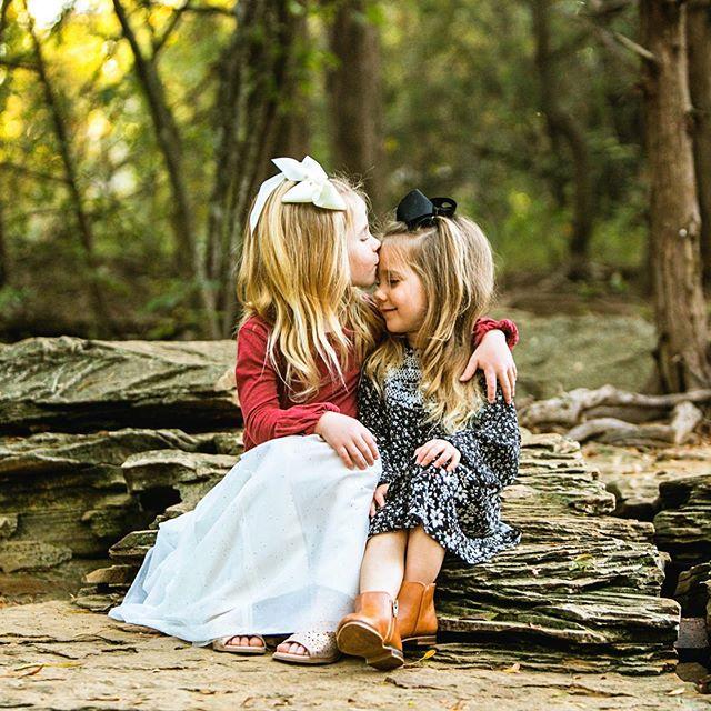 🍁 Fall Minis! 🍂 ⠀⠀⠀⠀⠀⠀⠀⠀⠀ Thanks to all the amazing families who wrangled everyone together to create these beautiful images. I love the #wildandgolden moments we captured! ✨ @txlindz @aehinojosa @ashleyedillon @crydur @shopellableu . . . . . #miniphotoshoot #eephotography #erinwoolsey #lightinspired #ohwowyes #dearphotographer #lifestylephotography #dfwfamilyphotographer #lifewithkids #holidayphotos #familyphotos #sisters #family #subject_light #thehonestcapture #lightinspired #candidphotography #lookslikefilm #hellostoryteller #visualstoryteller #styleandselect