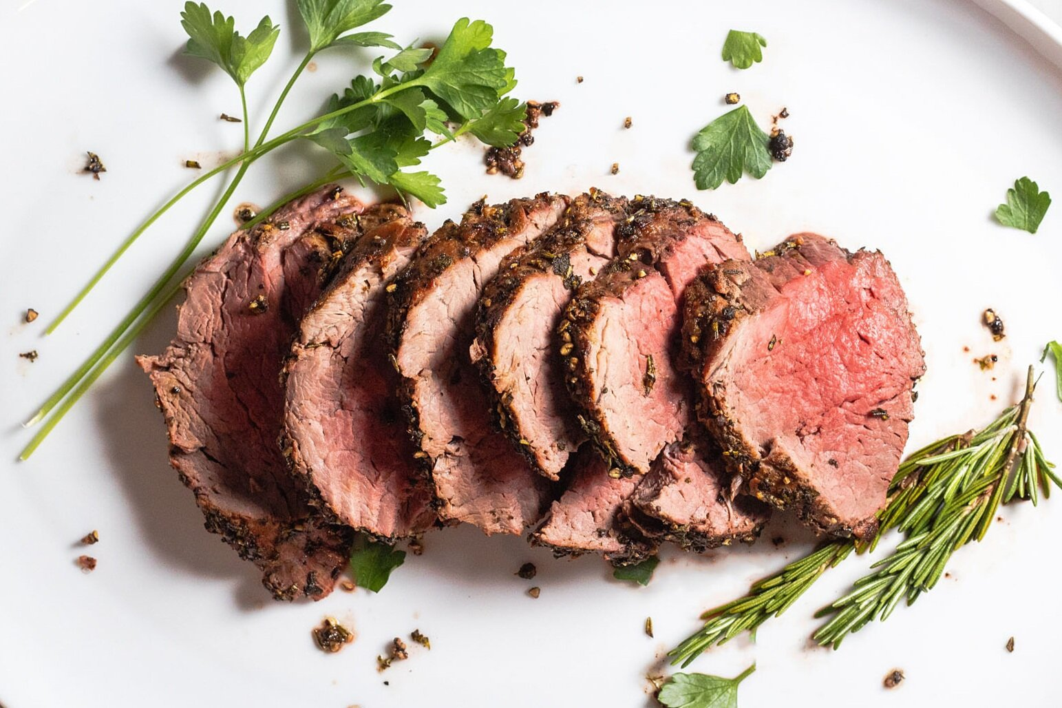 Herb And Pepper Crusted Beef Tenderloin With Creamy Horseradish Sauce Zestes Recipes