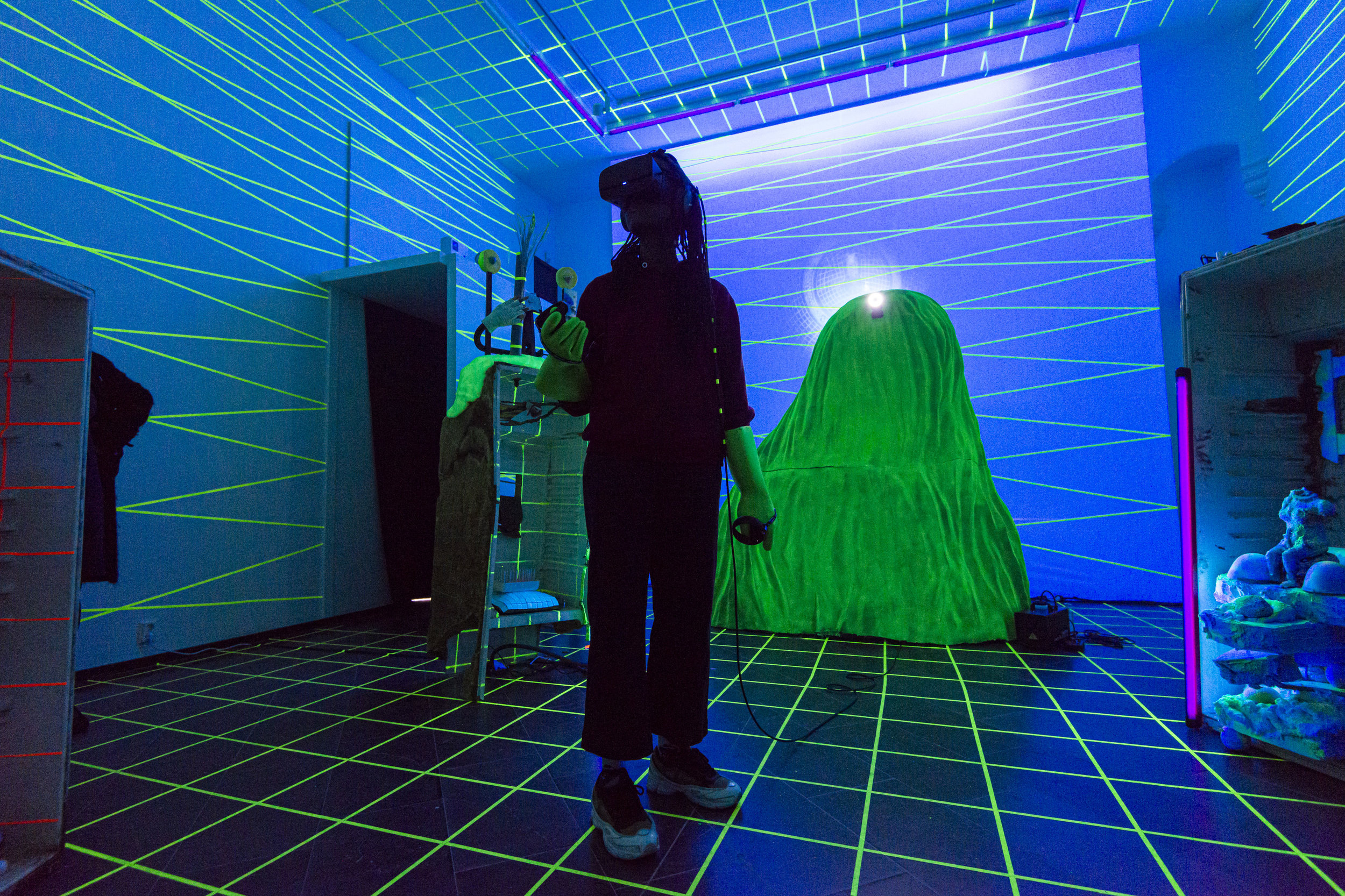 RITUAL MACHINE - The ritual machine takes you on a trip in virtual reality. The experience allows you to leave your human body behind, enter a digital space and access an alternate state of mind.