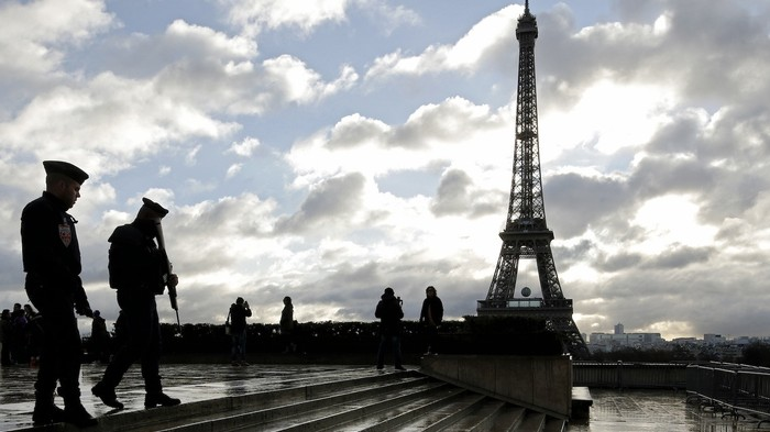 Vice - What It Was Like Living Inside a Week of Fear and Tension in ParisIn the aftermath of the terrorist attacks that shocked the world, the city is recovering—but slowly, in a fog of suspicion and worry.