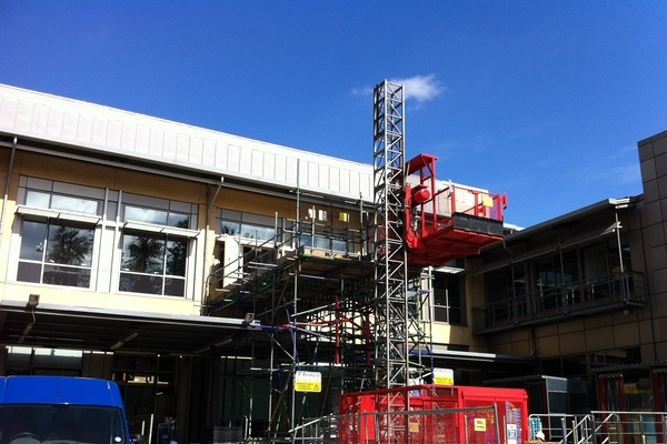 Hoists - Reunited Scaffolding can supply any hoist, ranging from small scaffold hoists (200kgs) through to Goods Hoists (1500kgs).