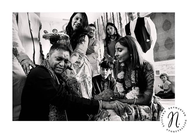#portfolionarracia 14/30 . . . . . . . . . . #mumbai #indianbeauty #indianweddings #beautifulindia #documentaryweddingphotography #documentingweddings #weddingphotographer #photographedemariage #mariagealyon #moments #emotion #bridetobe2020 #brideandfather #emotionalimpact #traditionalindianwedding #bridetobe #bride #indianbride
