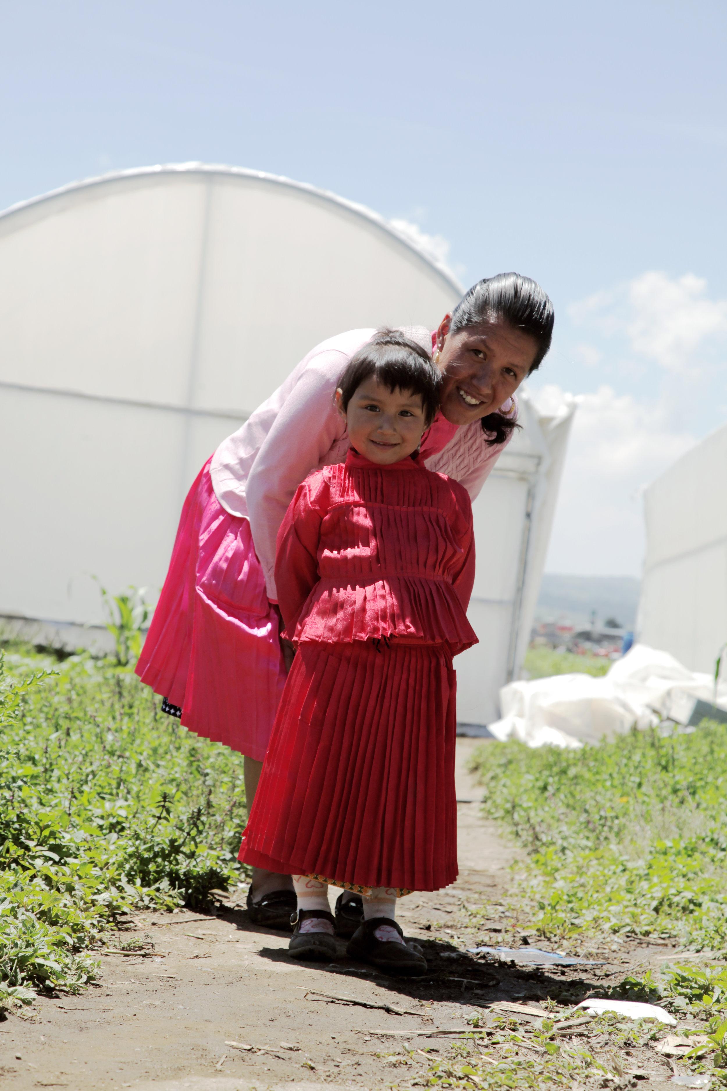 ¿Cómo lo hacemos? - Trabajamos en alianza con Fundación Pro Mazahua en el Estado de México y ChildFund en Tapachula, Chiapas, mediante la instalación de proyectos productivos, así como la capacitación para la comercialización de sus productos. Todo esto lo hacemos con el apoyo de las marcas de Grupo Herdez como: Barilla, Del Fuerte, Doña María, Herdez y McCormick.Learn More