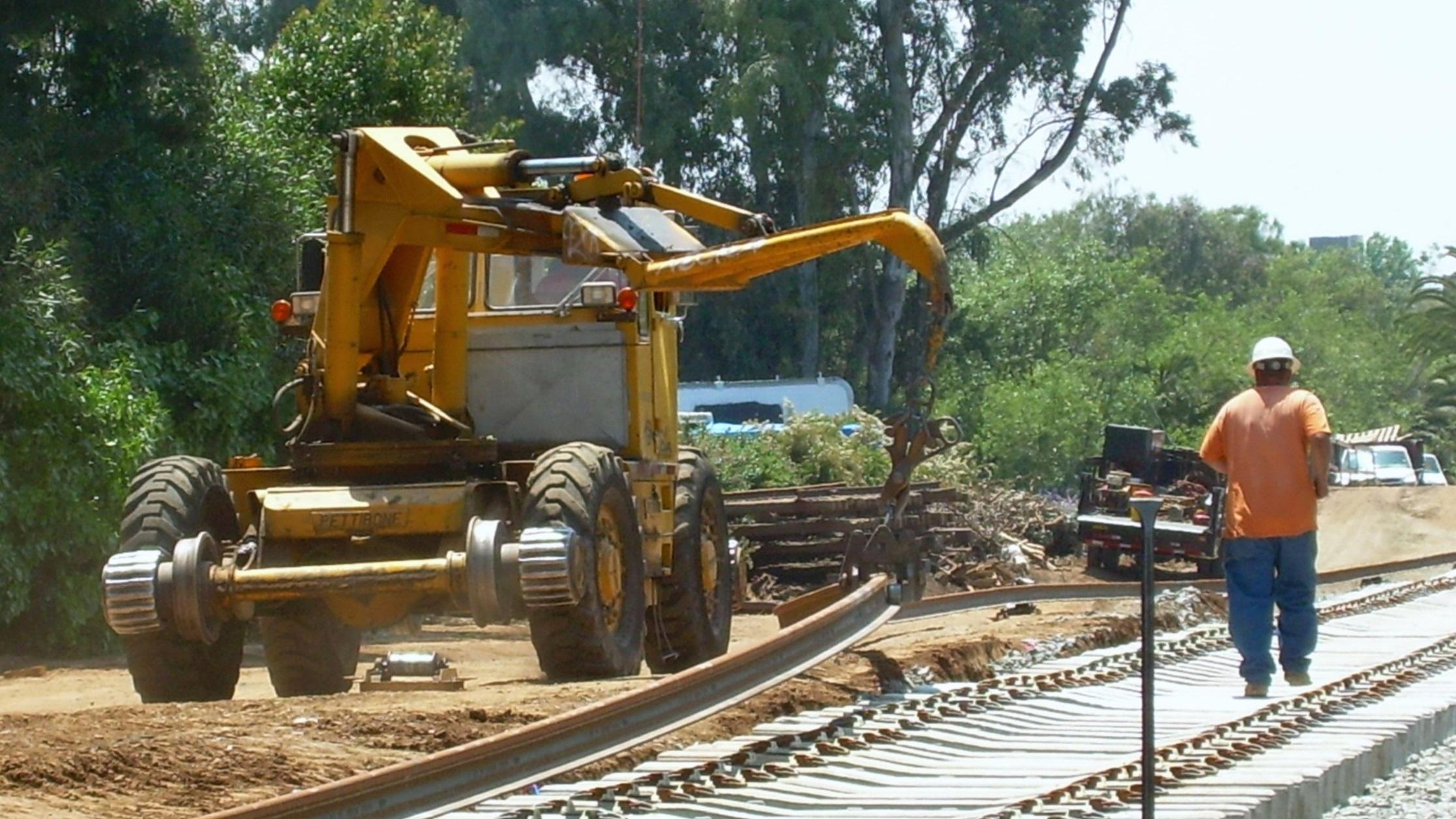 A Speedswing positions welded rail during construction on Sprinter. Photo Michael Boraks, 2006.