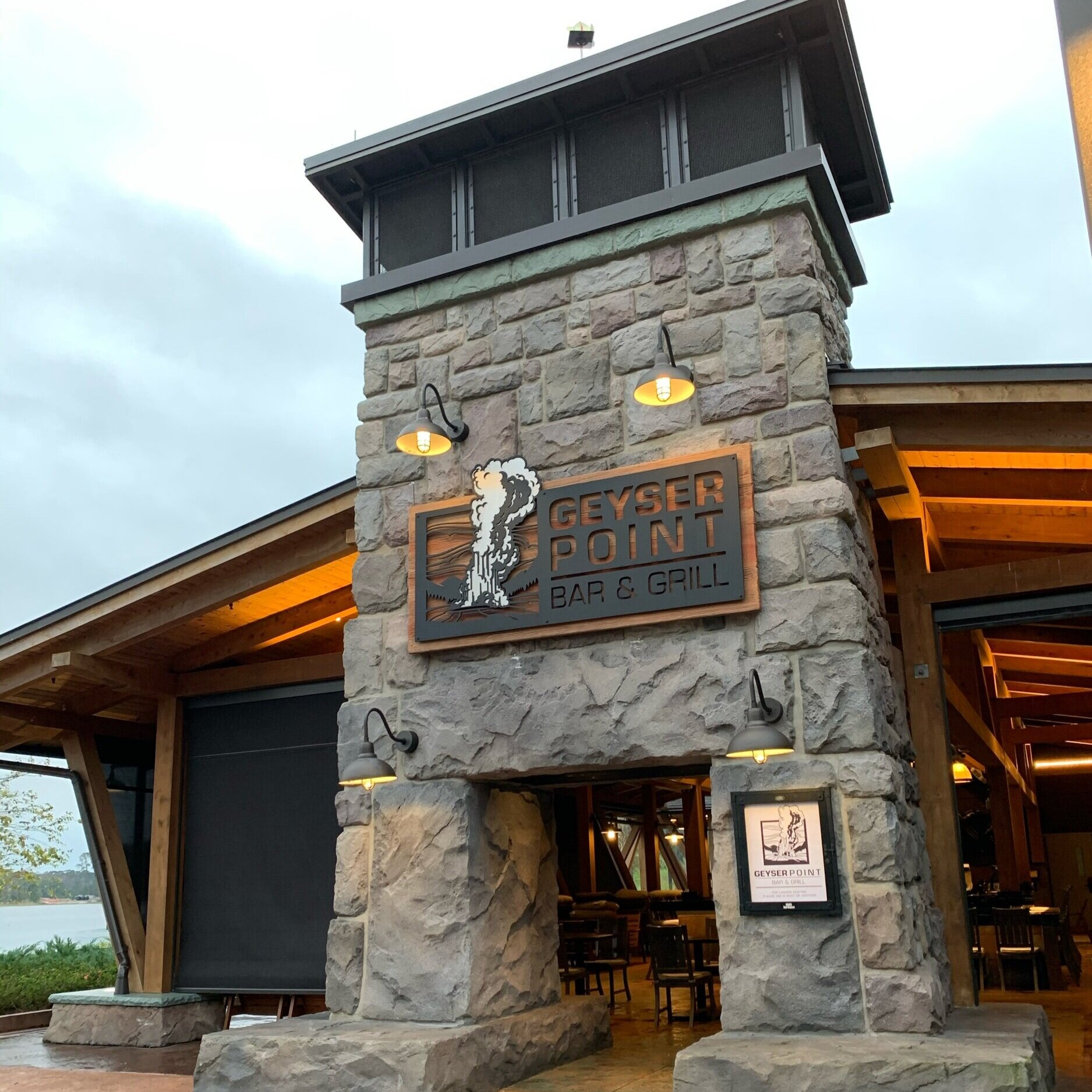 Geyser Point Bar & Grill at Disney's Wilderness Lodge