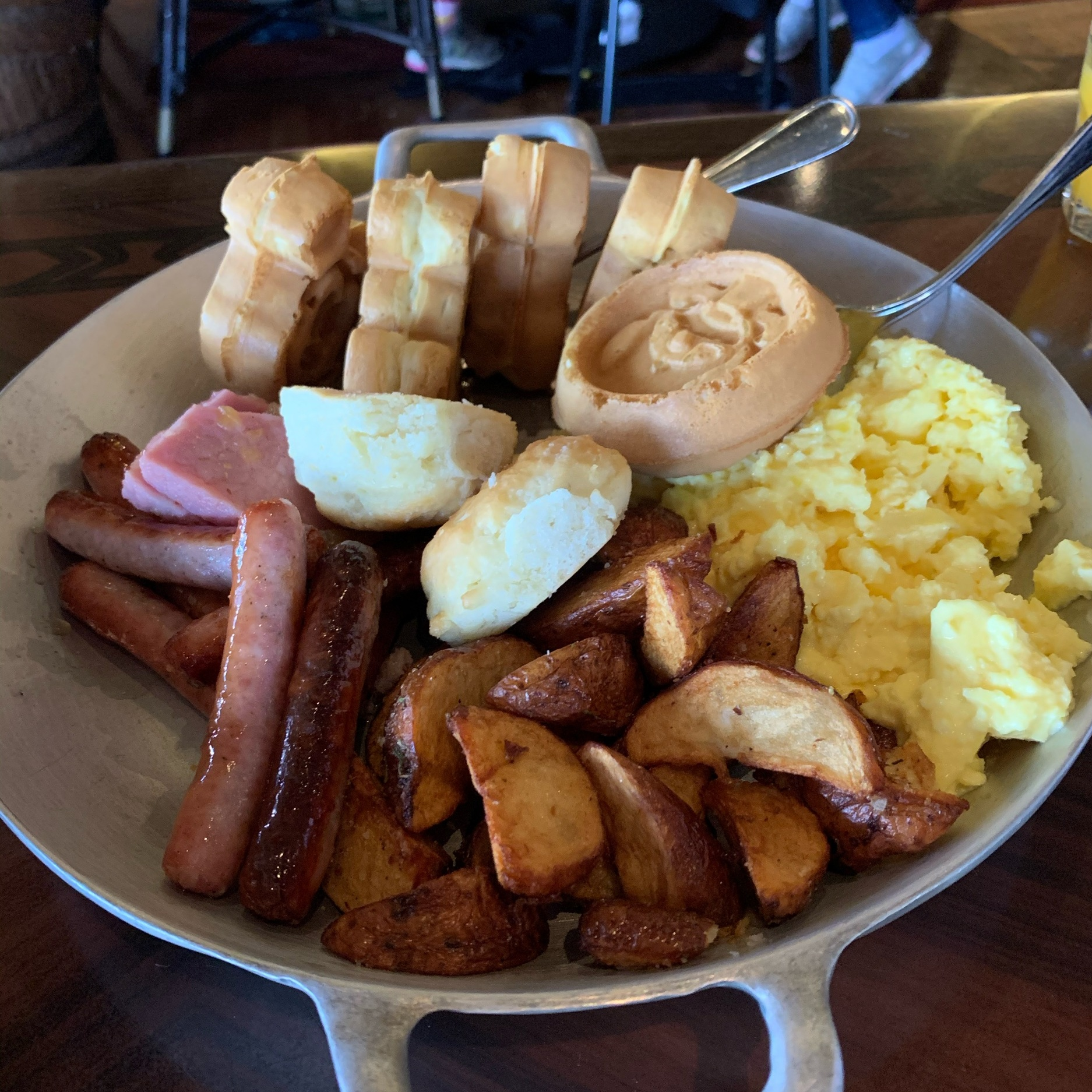 'Ohana Breakfast Skillet for Two (Dining Review: 'Ohana Best Friends Breakfast Featuring Lilo & Stitch)