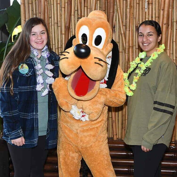 Meeting Pluto at 'Ohana! ('Ohana Best Friends Breakfast)