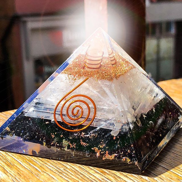 I've got an Orgone Accumulator and it makes me feel greater...it's a cerebral vibrator those energy stimulators. Now in stock £24.95 #orgonepyramid #orgoneaccumulator #quartzcrystal #spirituality #hawkwind #icenine #nottingham