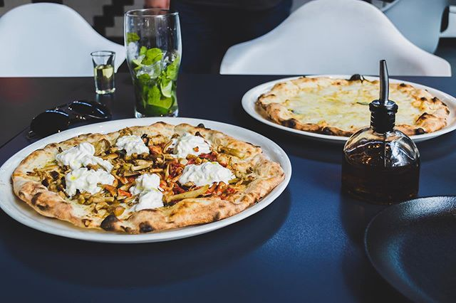 Never knew you can put honey on a pizza and surprisingly it works. The Truffle Strata was some unique and different and loved it. The fresh cheese on the top is amazing. @akibadori / / / Stay tuned for full review on our website (link in the bio), @zomatouae and @tripadvisor