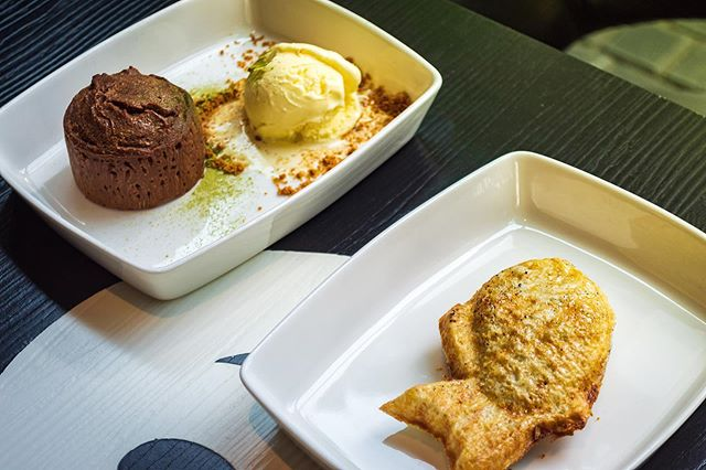 Wondering what's in that fish?  Nutella. 😍 Deliciously melts in your mouth on the first bite.  And that chocolate brownie with ice cream is a classic. Thank you @akibadori  Stay tuned for full review on @zomatouae and @tripadvisor
