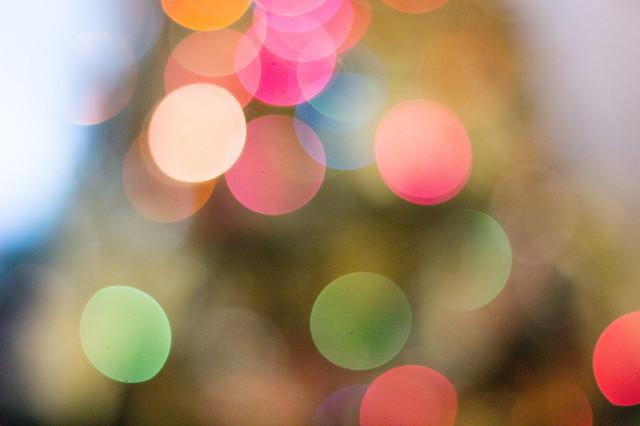 christmas-bokeh-blurred-lights-bright-muliticolored_t20_YQ9JZO.jpg