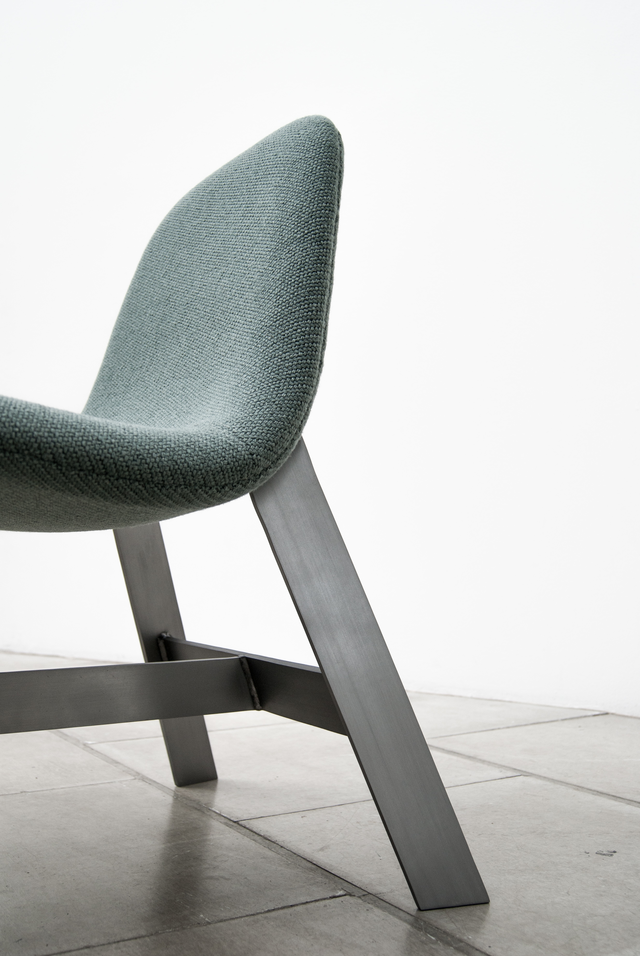 bend - lounge chair for VASSELAI INC.